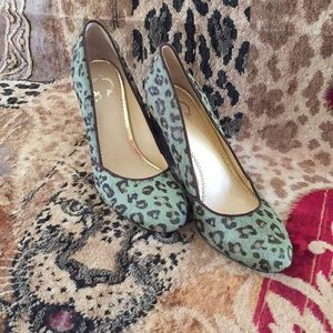 C. Wonder Shoes NEW Green Leopard Print